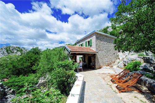 Stone house Dobroselo