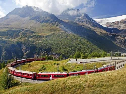 Busreis in het spoor van de Bernina en Glacier Expres