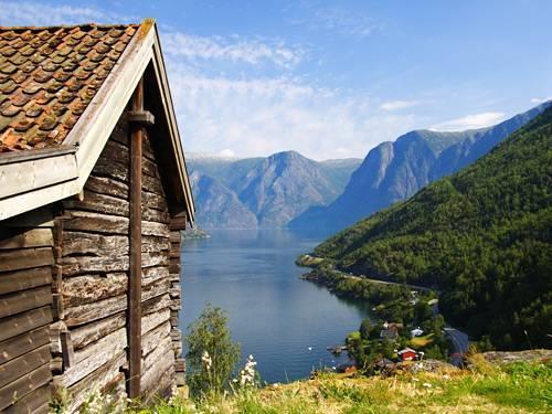 Fly-drive naar Noorwegen bergen & fjorden